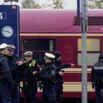 Schwer verletztes Mädchen: Flaschenwerfer aus Partyzug stellt sich der Polizei