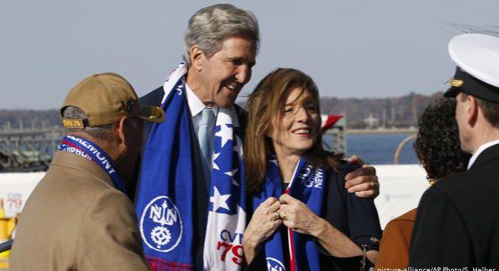 Kennedy (Tochter) tauft Kennedy (Schiff)