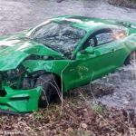 Crash: Drift-Fail mit nagelneuem Ford Mustang GT, Video Poser versenkt Mustang im Fluss!