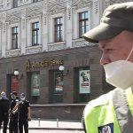 Rucksack mit Bombe dabei?: Mann droht Bankfiliale in Kiew zu sprengen