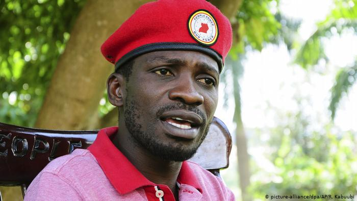 Uganda Kampala | Robert Kyagulanyi bekannt als Bobi Wine wegen Verhöhnung des Präsidenten angeklagt (picture-alliance/dpa/AP/R. Kabuubi)